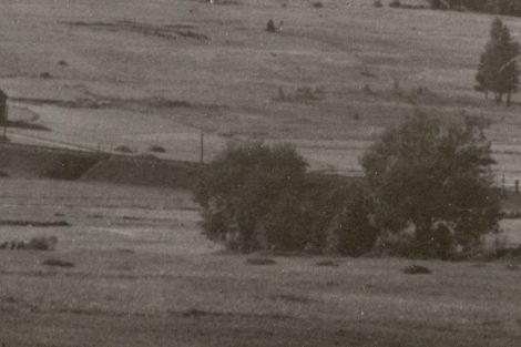 Nové Údolí, státní hranice zhruba v místě mostku a dávno neexistující trať do Bavor (vlevo). Pramen: archiv Pavla Kosmaty