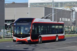 Trolejbus Škoda 32Tr s karosérií SOR pro Opavu. Pramen: Škoda Electric
