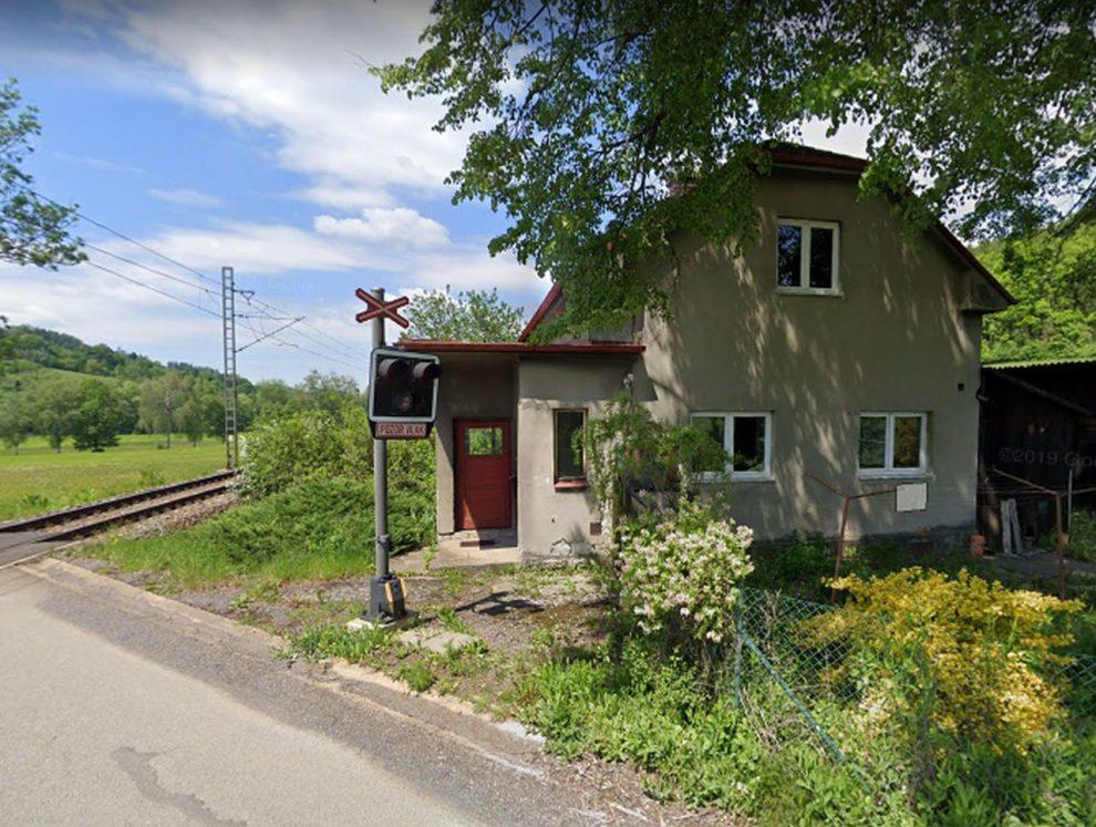 Strážní domek u Letohradu určený k demolici. Foto: Google Street View