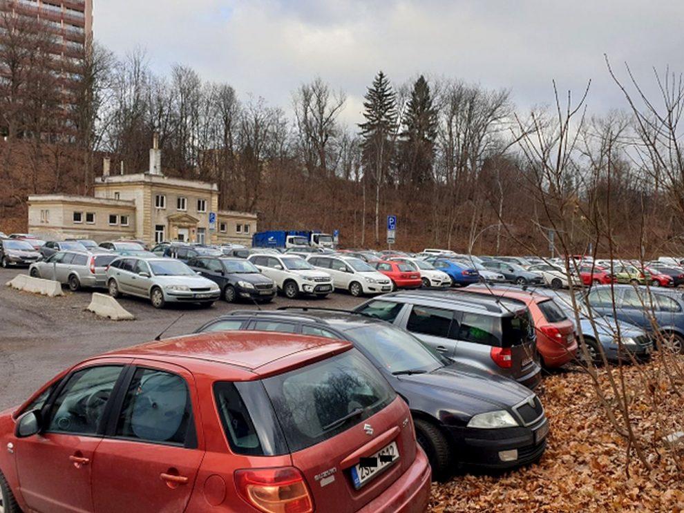Parkoviště v Pastýřské ulici. Foto: SML