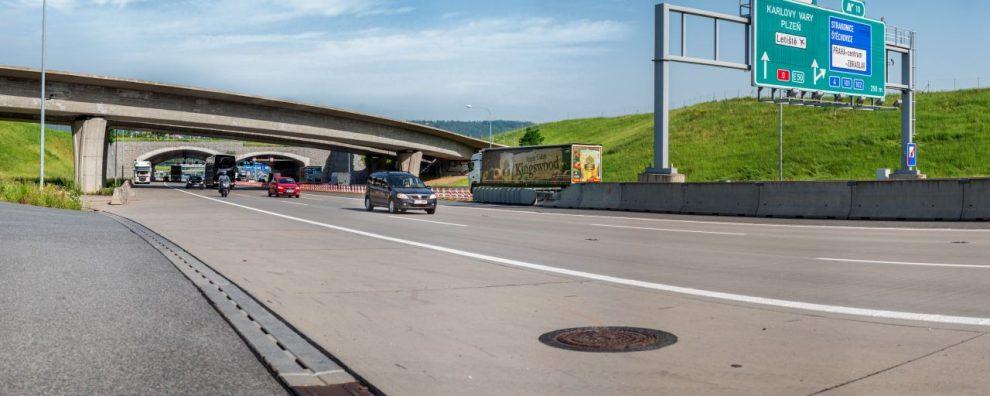 Doprava na Pražském okruhu u Zbraslavi. Foto: ŘSD