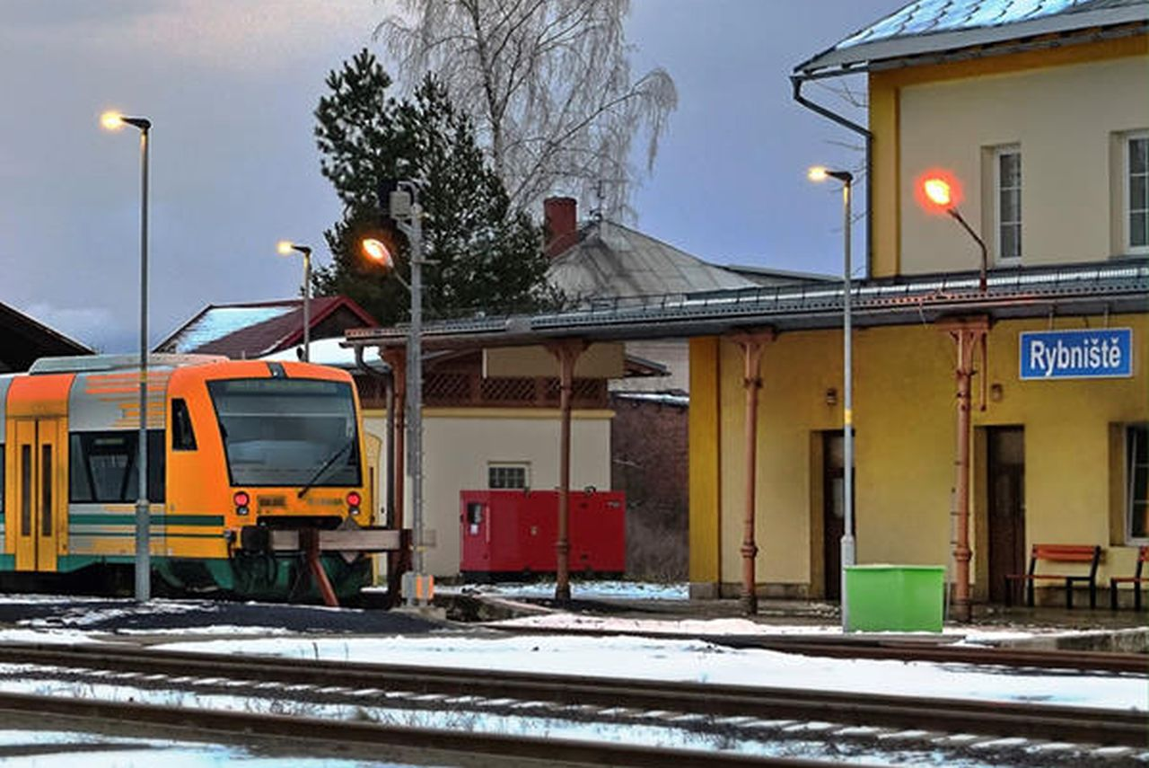Motorový vůz Stadler RS1 v Rybništi. Foto: Doprava Ústeckého kraje