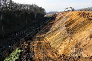 Rozšiřování zářezu ve Střelicích. Foto: Správa železnic