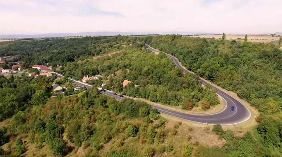 Současný nevyhovující úsek silnice I/27 u Žiželic. Pramen: ŘSD