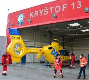 Záchranářský vrtulník firmy DSA na letišti České Budějovice. Pramen: Jihočeský kraj