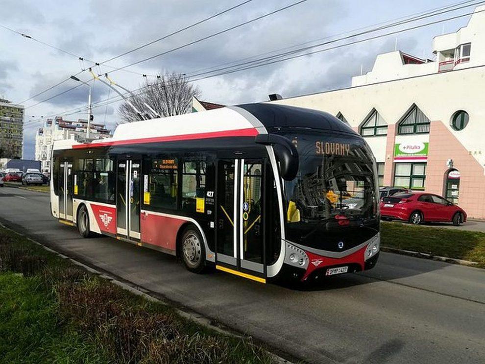 Pardubický trolejbus Škoda 32 TR SOR. Pramen: DPMP