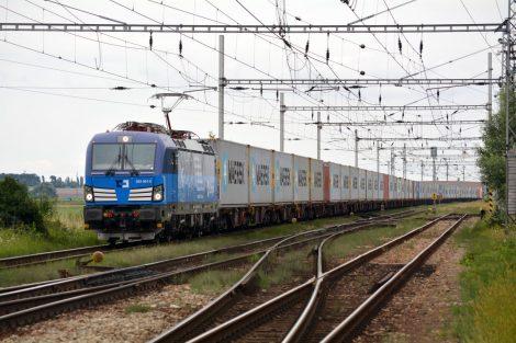 Kpřepravě 1 t zboží na 1 km spotřebuje moderní železnice méně, než kolik spotřebuje rychlovarná konvice na ohřátí 0,2 litru vody na šálek kávy. Pramen: Siemens