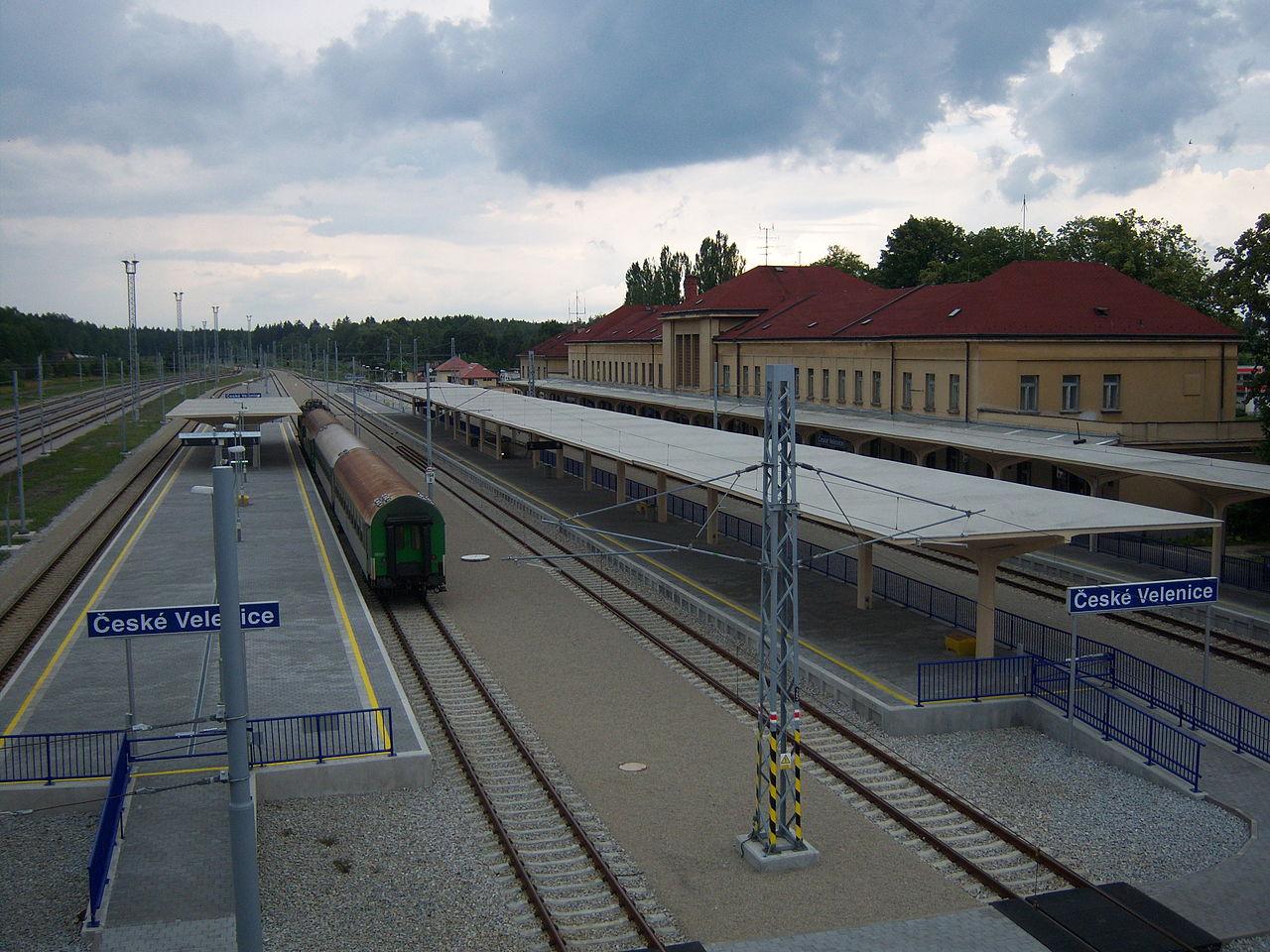 Nádraží České Velenice. Autor: User:My Friend – Vlastní dílo, CC BY-SA 3.0, https://commons.wikimedia.org/w/index.php?curid=10823558