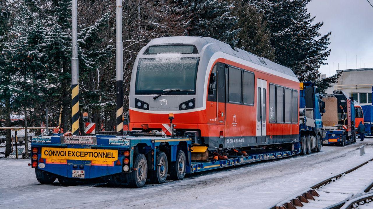 Anlieferung der ersten Garnitur der Zahnradbahn Štrba-Štrbské Pleso - Zdopravy.cz