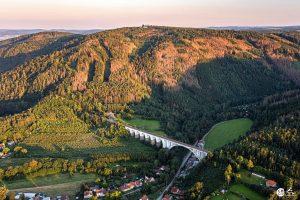 Letecký pohled na železniční viadukt v Dolních Loučkách. Foto: Českoznebe.cz