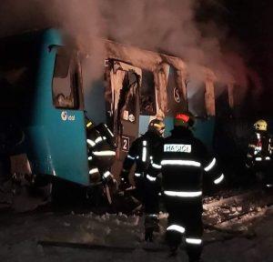Požár rychlíku Arrivy v Chřibské. Foto: twitterový účet Jana Beránka
