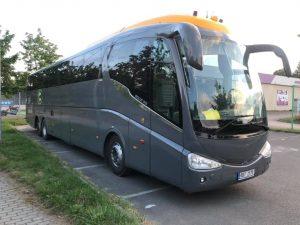 Autobus Scania Irizar v barvách FajnBus. Foto: FajnBus