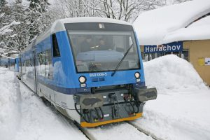Motorový vůz řady 840 Stadler RS1 v Harrachově. Foto: České dráhy