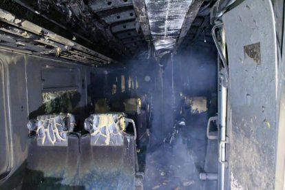 Požár rychlíku Arrivy ve Chřibské. Foto: HZS Ústeckého kraje