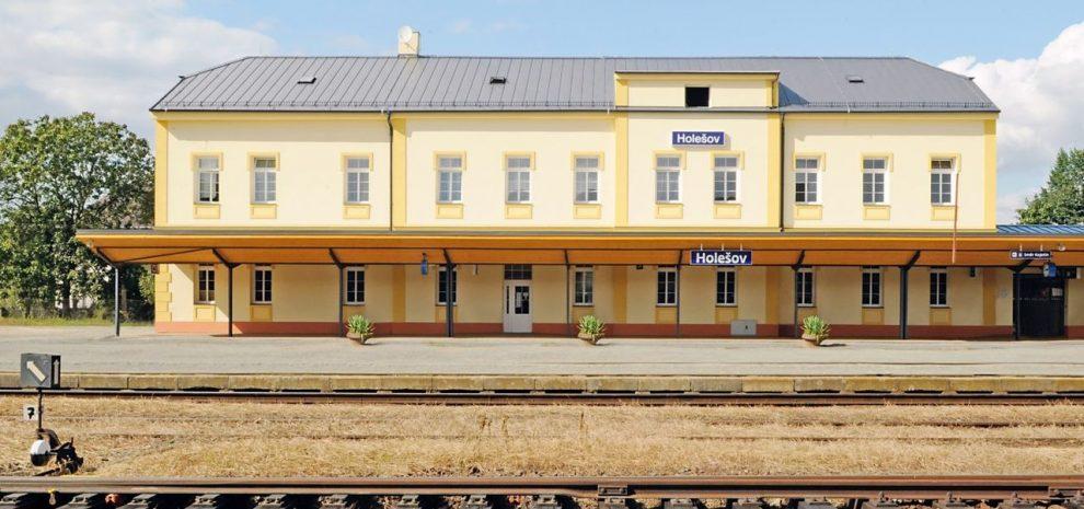 Výpravní budova v Holešově. Foto: Ptáček pozemní stavby