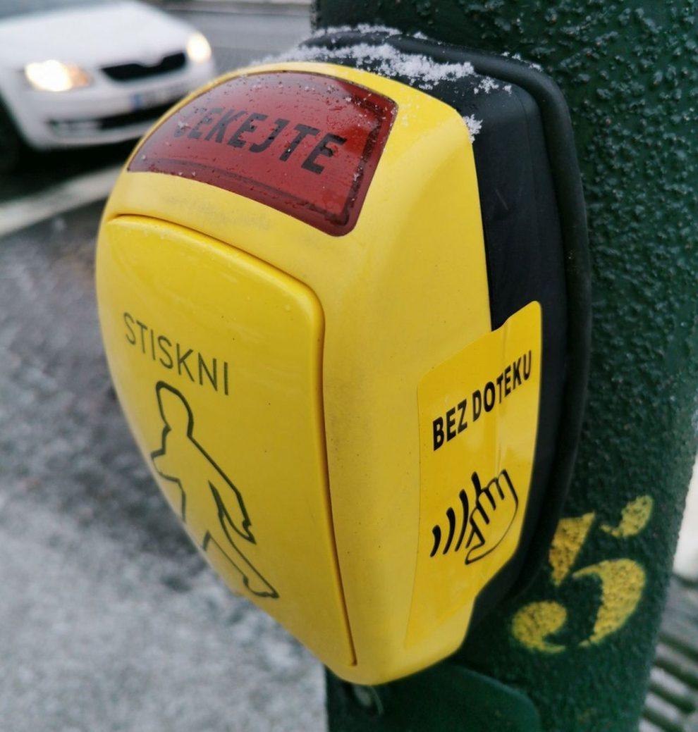 Bezdotykové ovládání semaforu v Praze. Foto: TSK