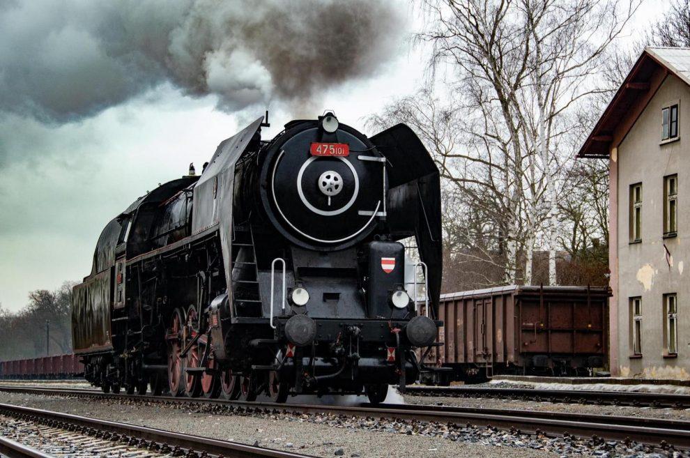 Parní lokomotiva 475.101 (Šlechtična) Českých drah. Pramen: České dráhy