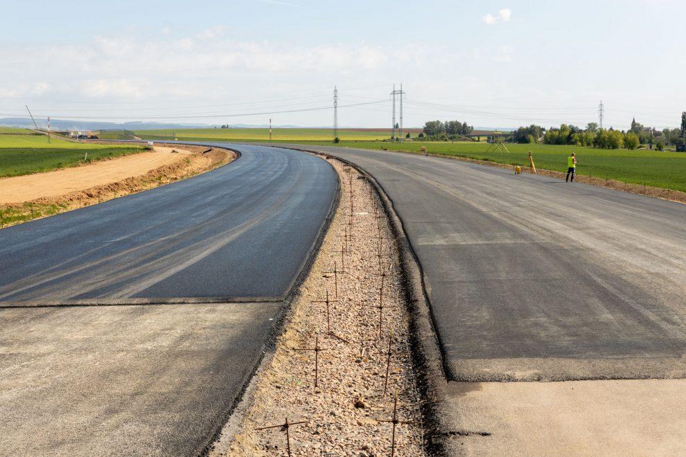 Stavba dálnice D11 v úseku Smiřice - Jaroměř. Pramen: ŘSD