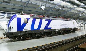 Nový Vectron s polepem Výzkumného ústavu železničního. Pramen: ČD