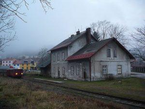 Nádraží v Žacléři. Foto: Jan Suchý / Wikimedia Commons