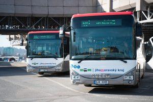 Jihomoravský kraj, autobusy v novém vizuálním stylu. Pramen: JMK