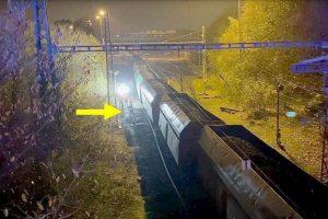 Pohled na vykolejený vlak a výhybku č. 10. Pramen: Drážní inspekce
