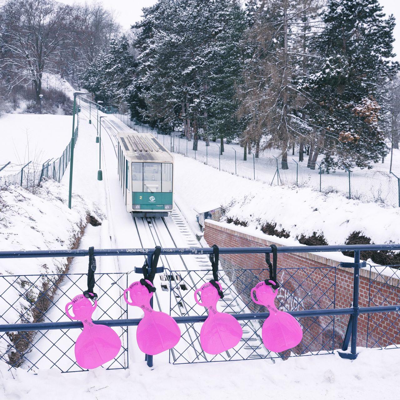 Bobovací lopaty na Petříně. Foto: Rekola