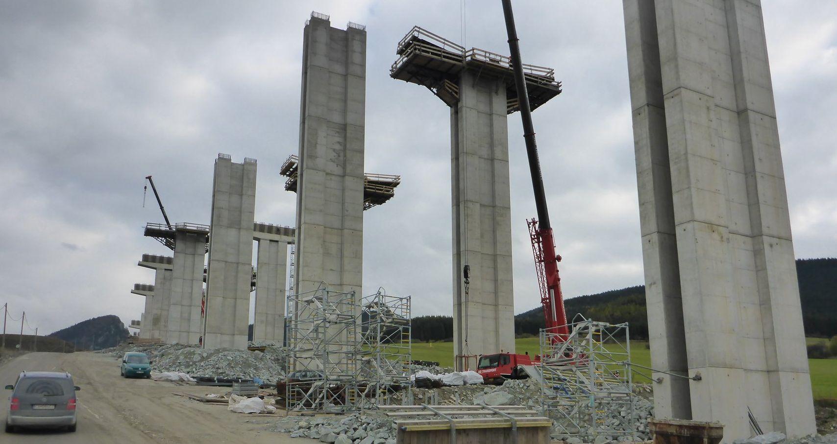 Rozestavěná slovenská dálnice D1 Lietavská Lúčka – Dubná Skala. Pramen: NDS