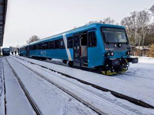 Motorová jednotka 845 jako rychlík Ústí nad Labem - Liberec společnosti Arriva vlaky v Jablonném v Podještědí.  Foto: Jan Sůra / Zdopravy.cz
