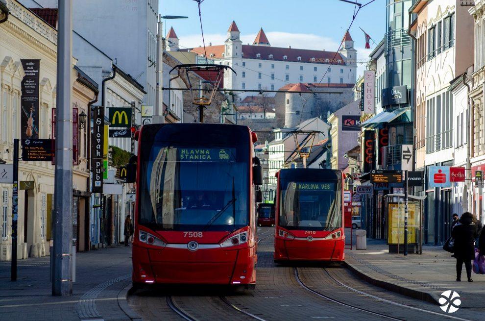 Bratislava, tramvaje Škoda. Pramen: DPB