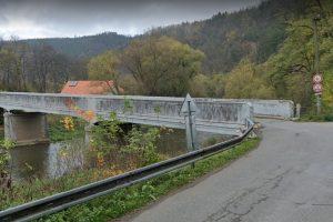 Most přes Sázavu v Kácově, který čeká demolice. Foto: Google Street View