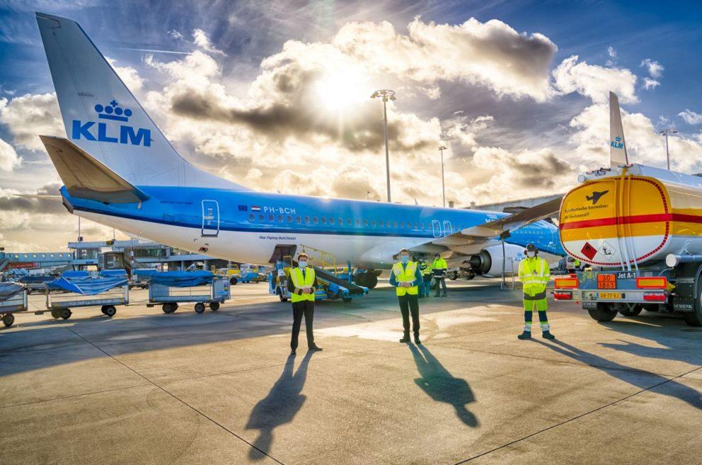 Boeing 737-800 společnosti KLM před prvním letem se směsí s přídavkem syntetického paliva. Foto: KLM