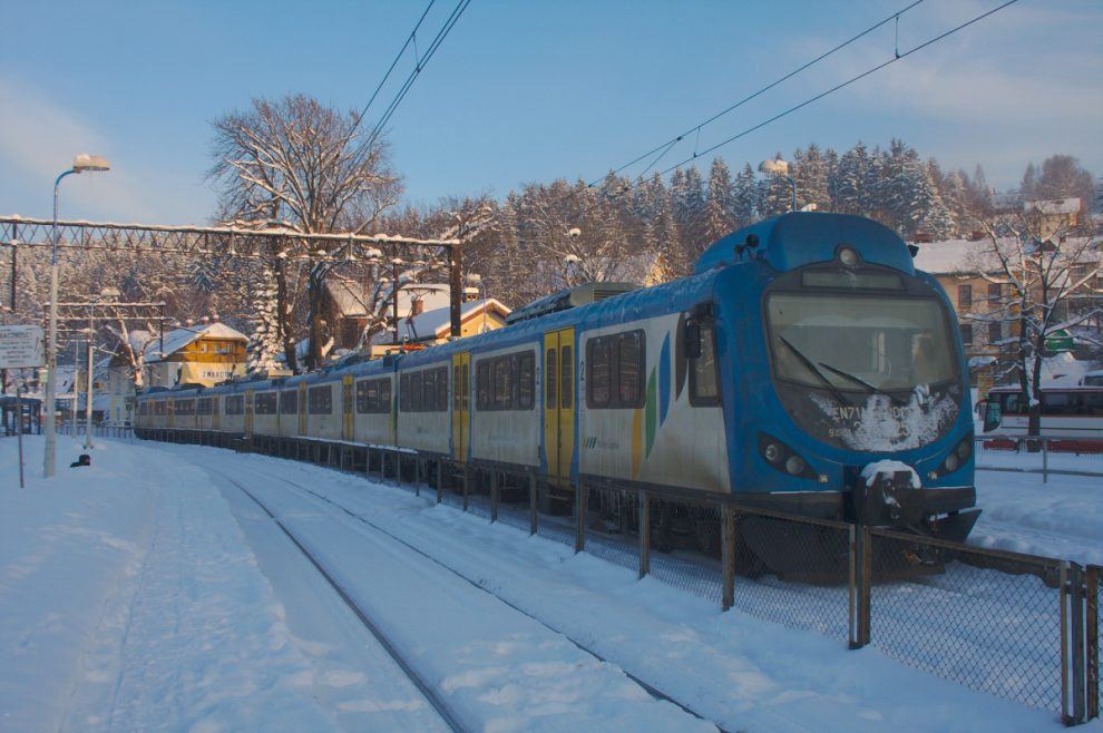 Vlak dopravce Koleje Śląskie, ilustrační foto. By SQ9NIT - Own work, CC BY-SA 3.0, https://commons.wikimedia.org/w/index.php?curid=23823134