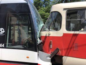 Srážka tramvají v červnu v Praze na Kotlářce. Foto: Twitter / Týdeník Policie
