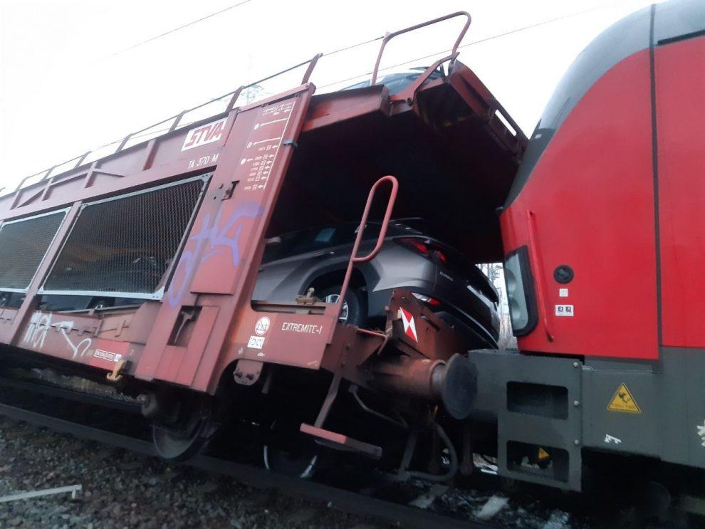 Srážka nákladních vlaků v Tlumačově. Foto: Drážní inspekce