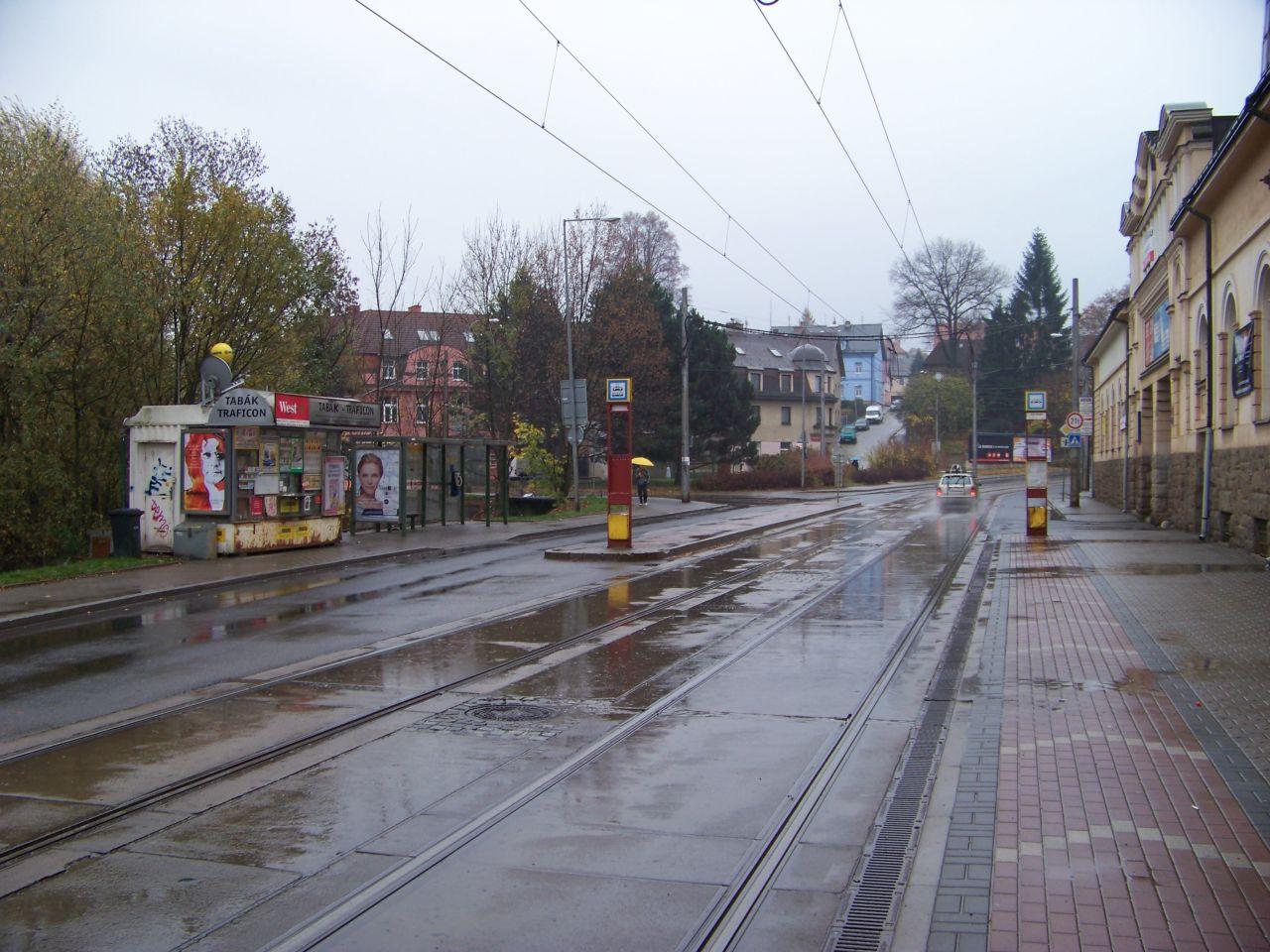 Hanychovská ulice v Liberci a zastávka Staré pekárny. Foto: ŠJů / Wikimedia Commons
