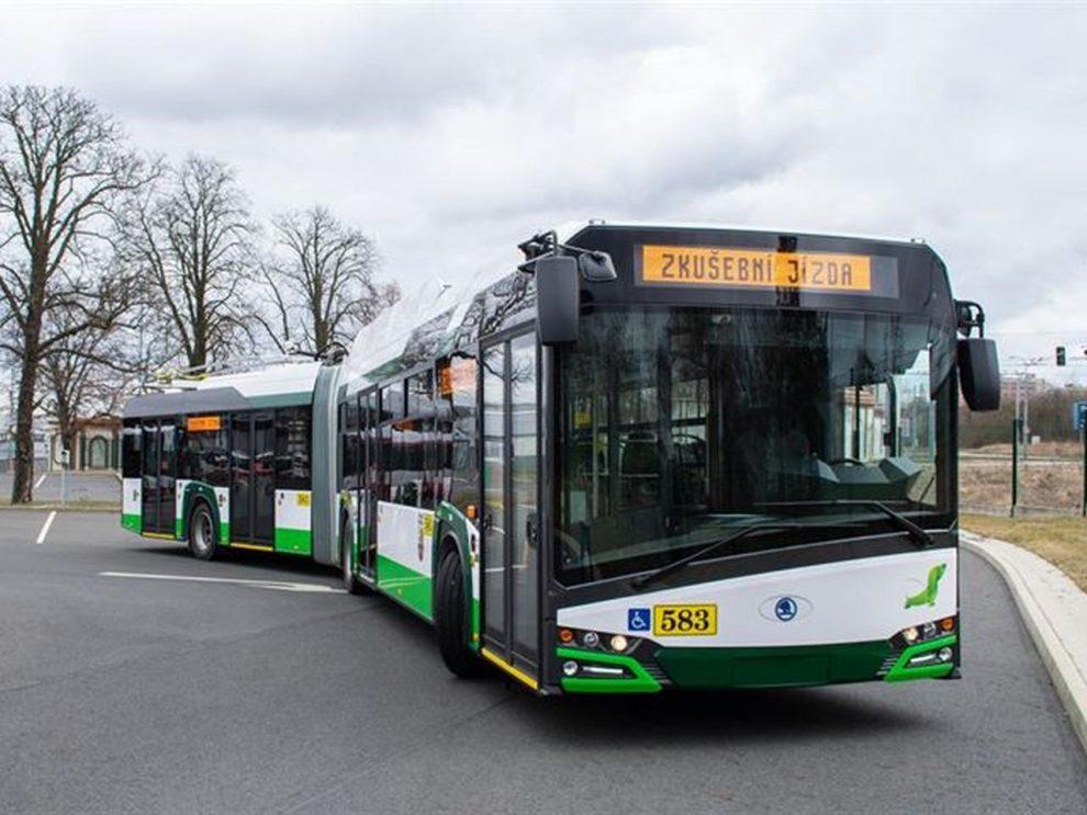 Trolejbus Škoda 27 Tr v barvách Plzeňských městských dopravních podniků. Foto: PMDP