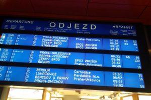 Tabule s odjezdy na pražském hlavním nádraží. Autor: Zdopravy.cz/Jan Šindelář