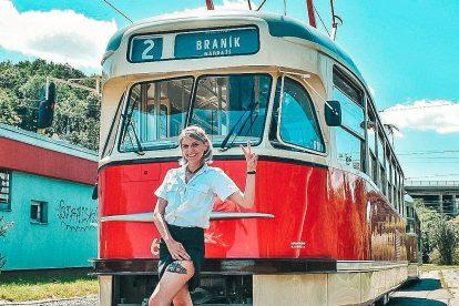 Řidička tramvaje Karolína Hubková. Pramen: Archiv Karolíny Hubkové