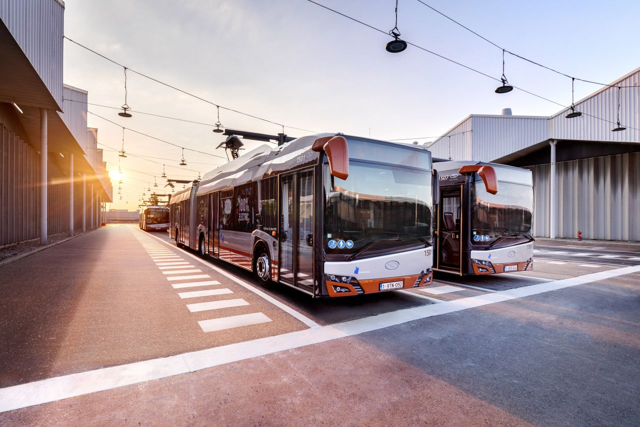 Osmnáctimetrové elektrobusy Solaris Urbino. Pramen: Solaris