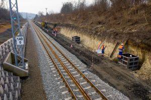 Betonáž patek trakčních podpěr na trati Brno - Zastávka u Brna. Foto: Skanska