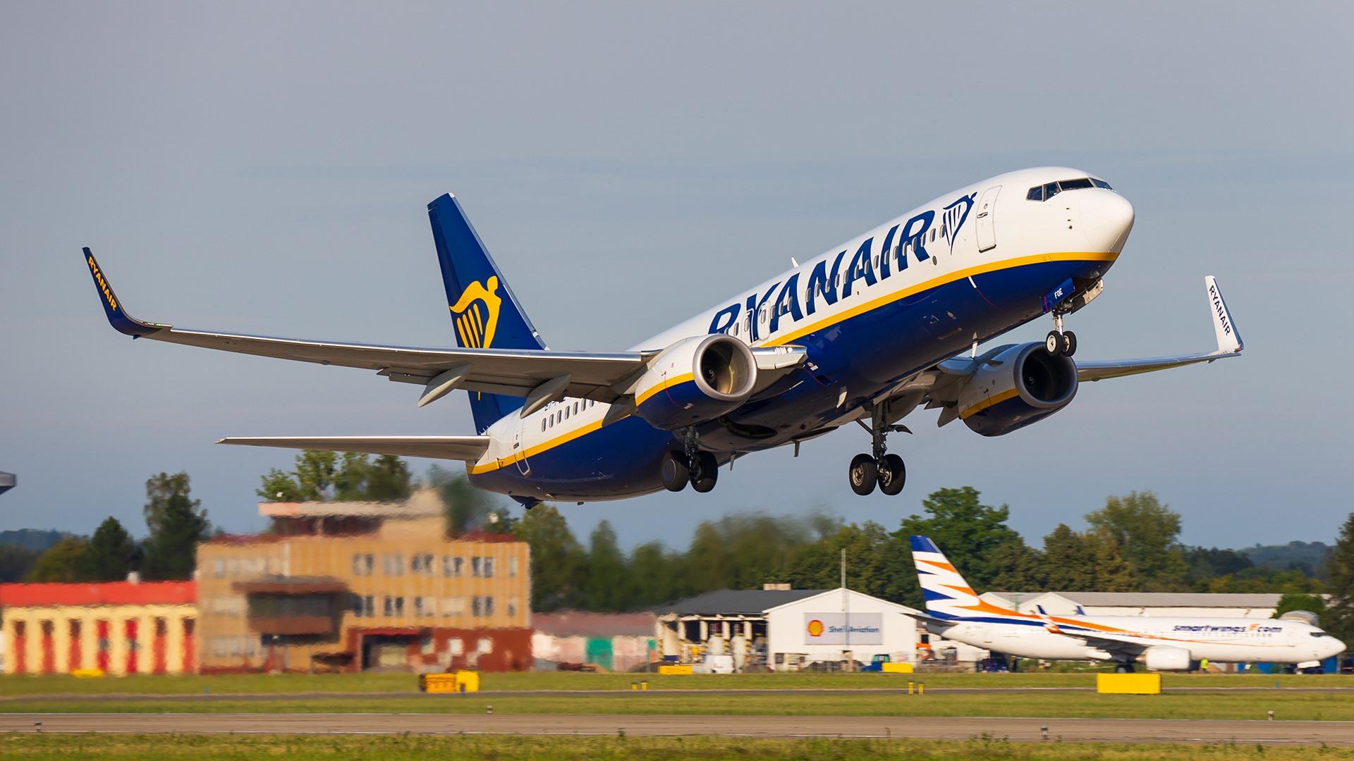 Boeing 737-800 společnosti Ryanair v Ostravě. Foto: Radim Koblížka / LKMT Spotters
