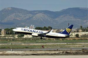 Boeing 737-800 společnosti Ryanair na odletu z letiště Palma de Mallorca. Foto: Hugh Llewelyn /Flickr.com