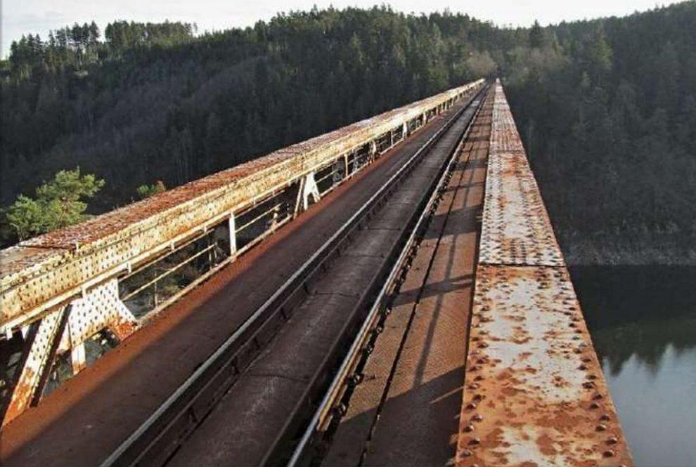 Železniční most přes Orlík. Pramen: Jihočeský kraj