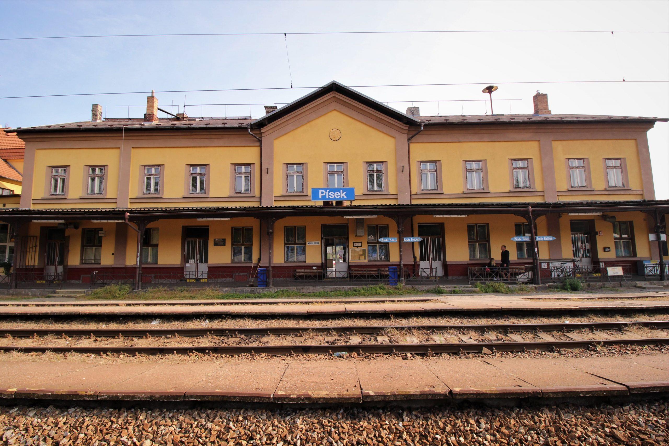Nádražní budova Písek. Pramen: Správa železnic