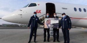 Posádka si připomněla Oliviera Dassaulta, který zahynul v neděli při nehodě vrtulníku. Foto: Dassault Aviation