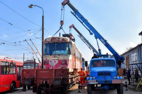 Transport EMU 89.003 do Bratislavy. Foto: DPB