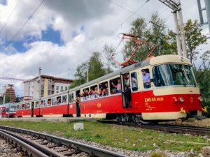 Elektrická jednotka EMU 89.008 při historických jízdách v Popradu. Foto: Veterán klub železníc Poprad