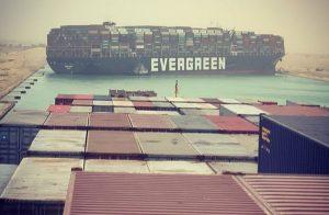 Loď Ever Given zablokovala Suezský průplav. Foto: Instagram / Fallenhearts17