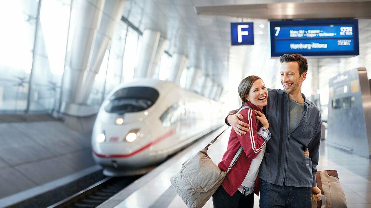 Cestující na nádraží na letišti ve Frankfurtu. Foto: Lufthansa